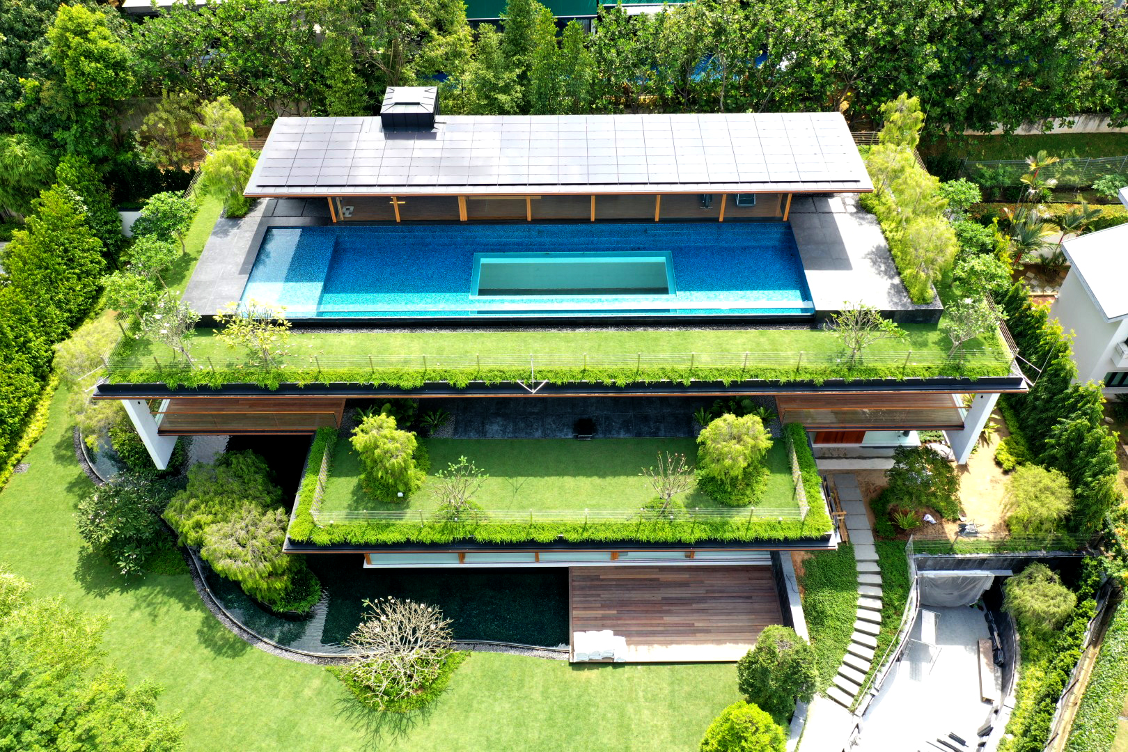 1_Sky Pool House_Feature